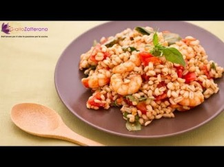 Barley salad with anchovies, shrimps and tomatoes – quick recipe